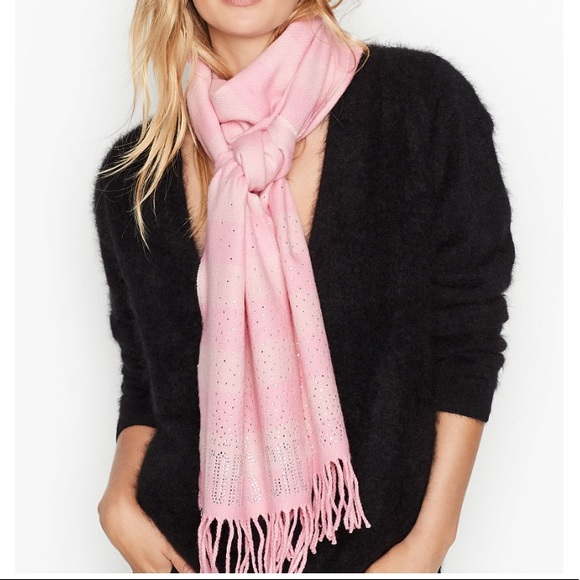 🎁 Beautiful Victoria's Secret Scarf